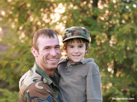 people-soldier-with-son